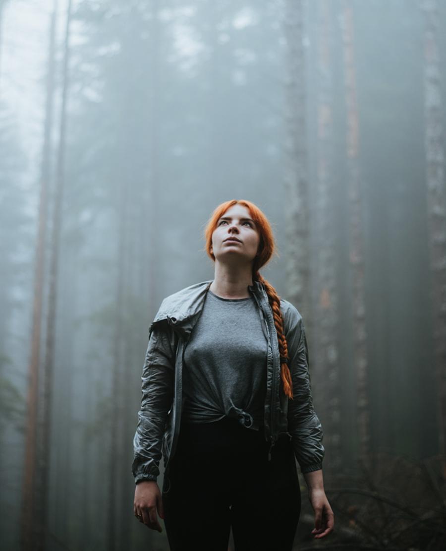nastrojowe zdjecie w lesie gory