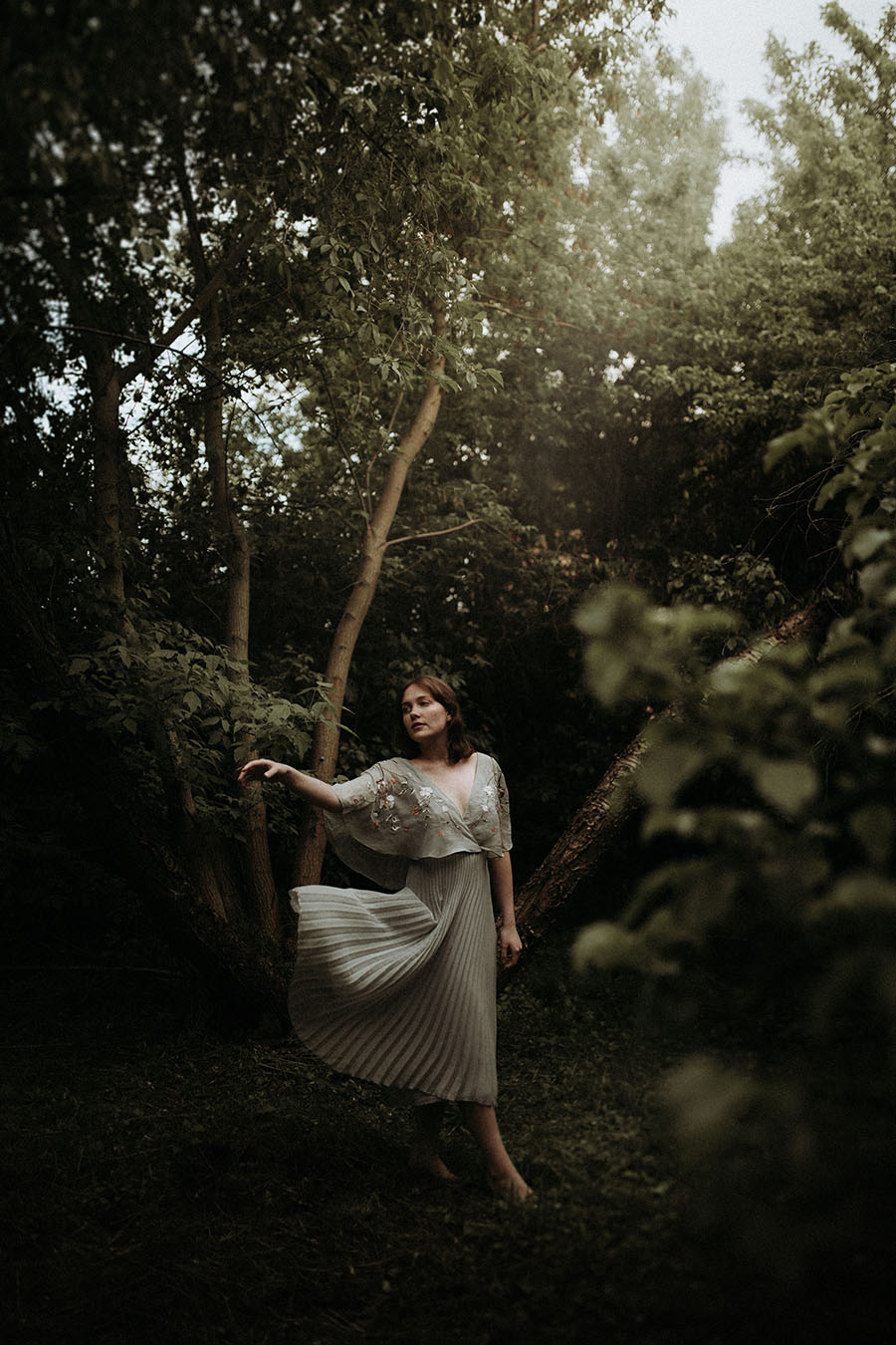 sesja modowa las dluga suknia