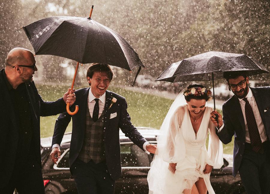 fotografia slubna slub w deszczu